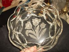 VINTAGE LARGE THICK HEAVY GLASS BOWL WITH CUT FROSTED TULIPS CENTRE SCALLOP RIM